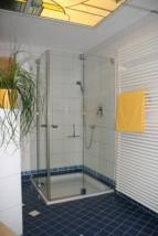 Duschkabine mit Eckeinstieg
